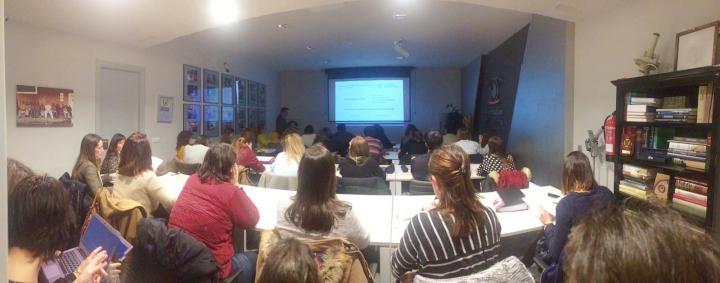 Alumnos durante las presentaciones en el Aula.